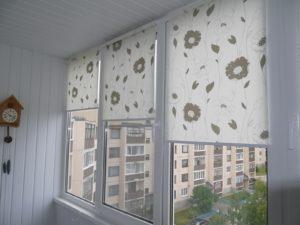 Установка рулонных штор на пластиковые окна в Великом Новгороде